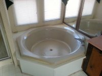 Garden Tub Master Bath 1075 Cliffview Drive.jpg