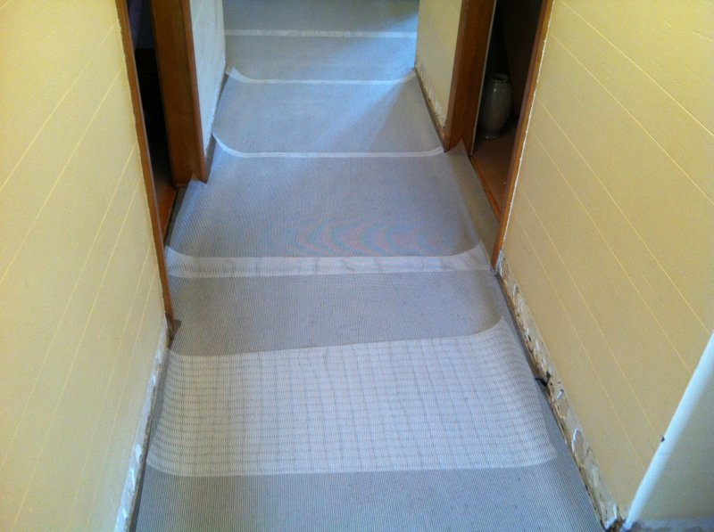 Floor prepping -- covered with reinforcement mesh.jpg
