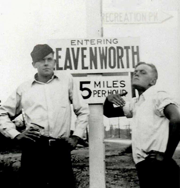 leavenworth-entering.jpg