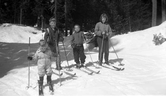snoqualmie_1958_cabin.jpg