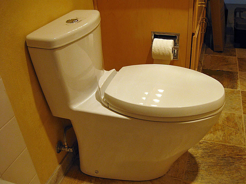 TOTO Elongated Dual Flush ONE PIECE Aquia